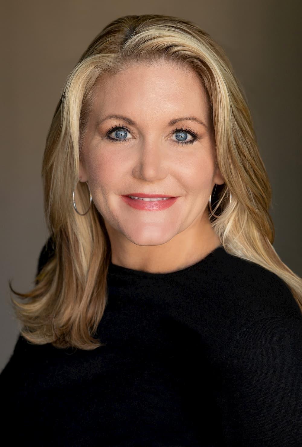 Linda Fisk Headshot vert-2